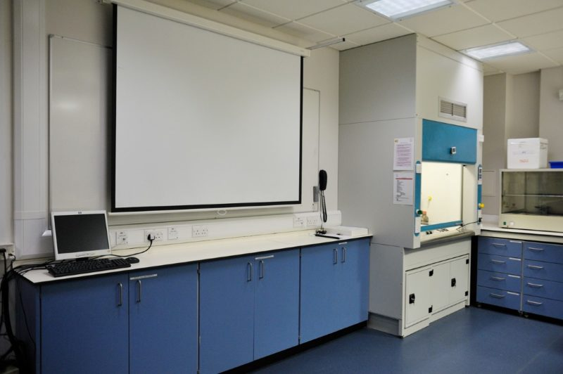 Middlesex University - Laboratory Furniture - 023