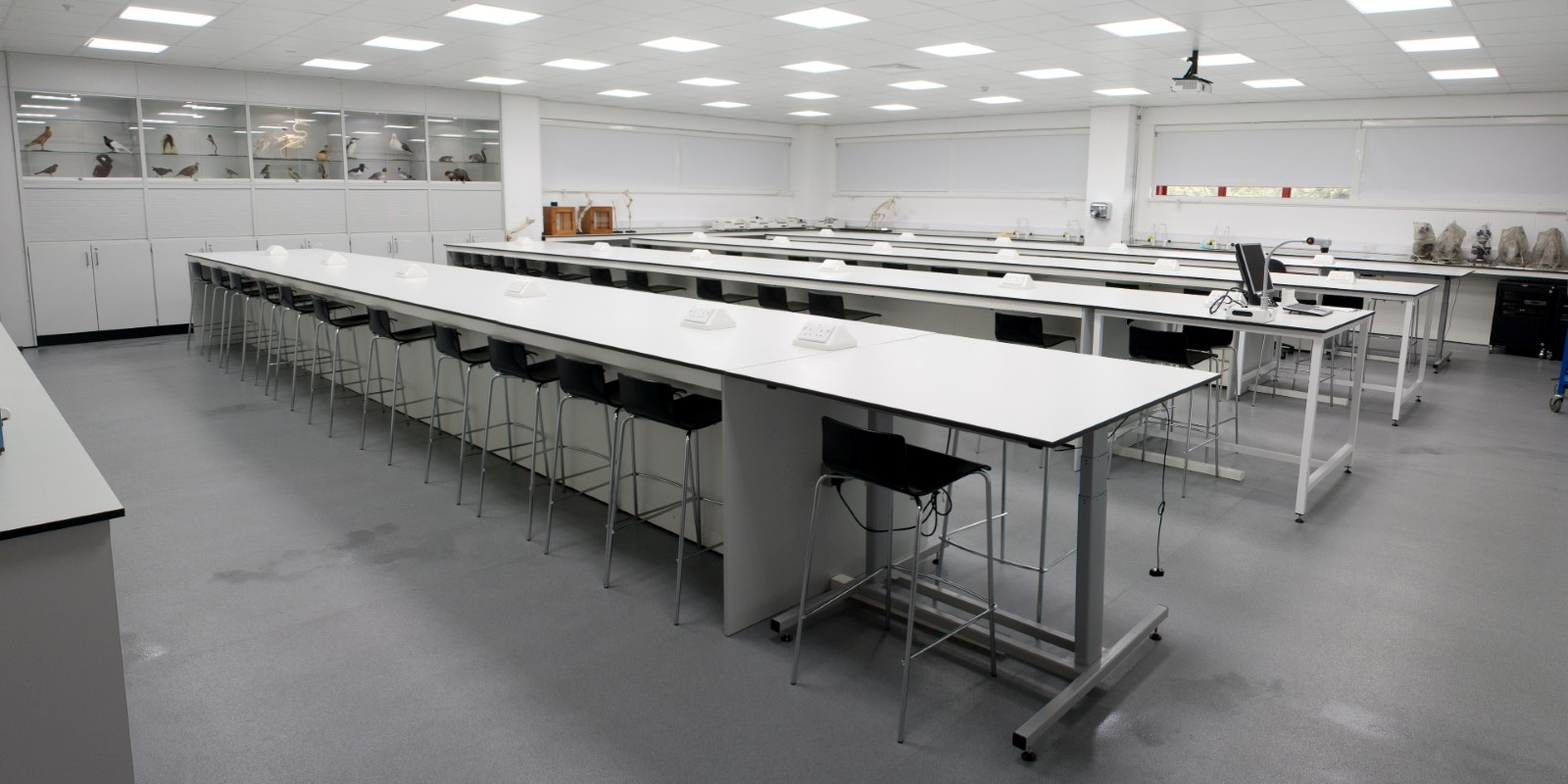 University of Derby T102 and T103 - Laboratory Furniture - 14