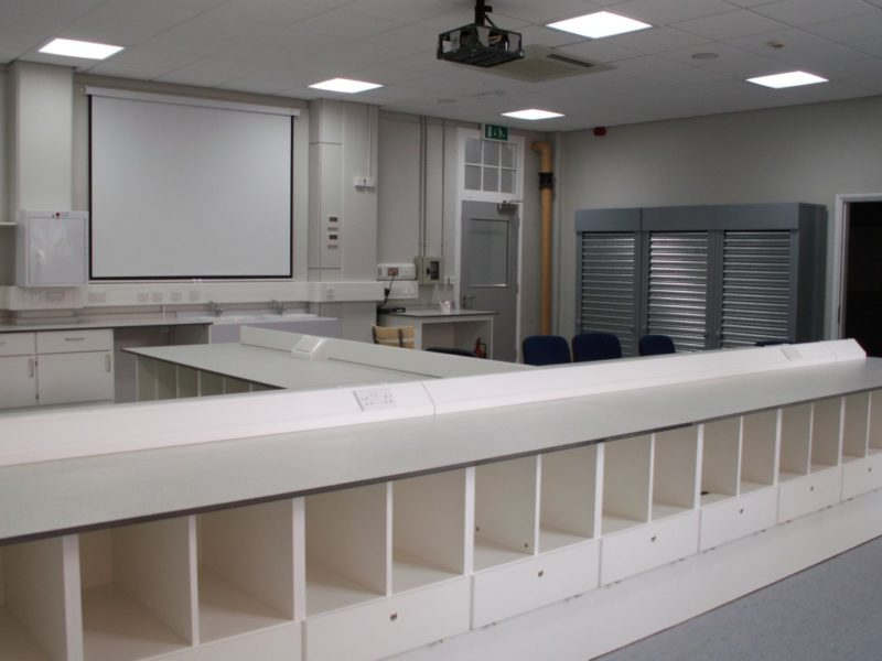 University-of-Wolverhampton-Rooms-MA009a-MA010a-MA011-Laboratory-Furniture-13
