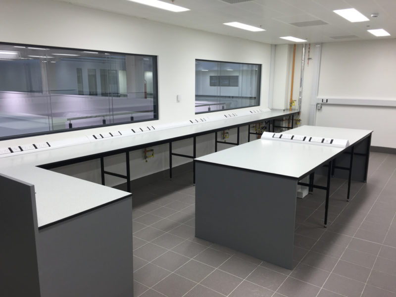 C5008 - Rolls-Royce Controls and Data Services - ESD Worktops Laboratory Furniture - 002_1000x750