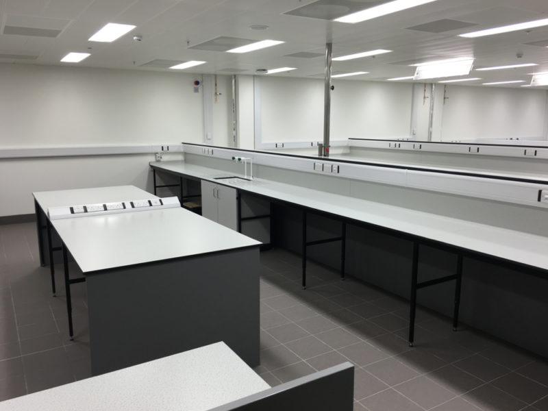 C5008 - Rolls-Royce Controls and Data Services - ESD Worktops Laboratory Furniture - 003_1000x750