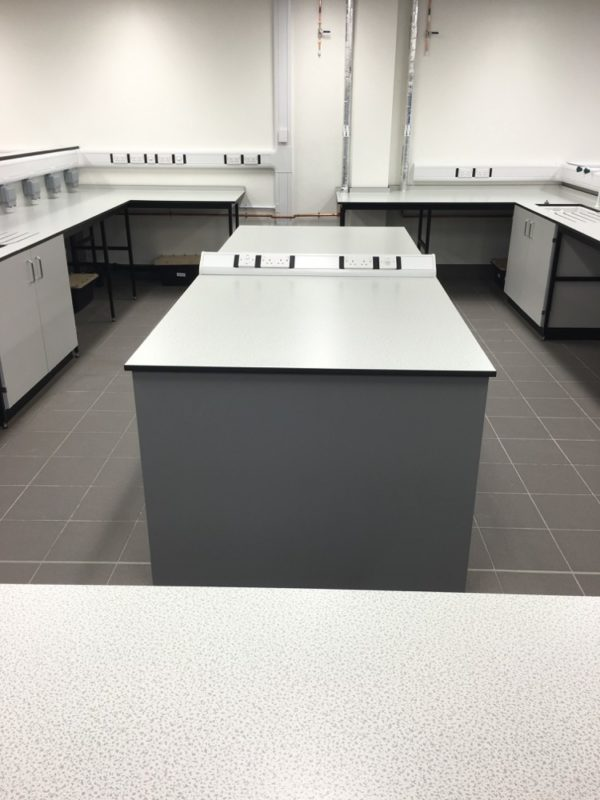 C5008 - Rolls-Royce Controls and Data Services - ESD Worktops Laboratory Furniture - 007_1000x750