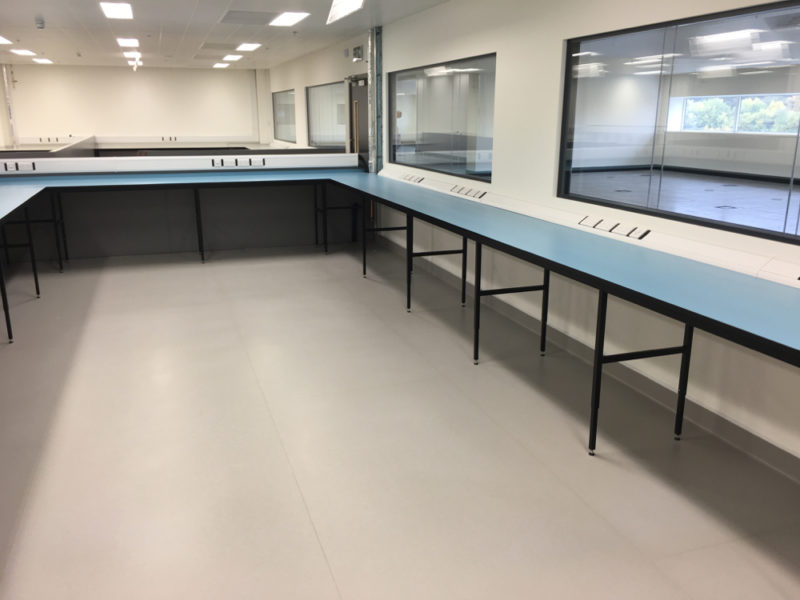 C5008 - Rolls-Royce Controls and Data Services - ESD Worktops Laboratory Furniture - 009_1000x750