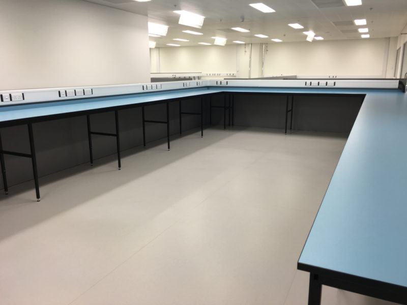 C5008 - Rolls-Royce Controls and Data Services - ESD Worktops Laboratory Furniture - 010_1000x750