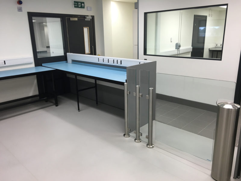 C5008 - Rolls-Royce Controls and Data Services - ESD Worktops Laboratory Furniture - 011_1000x750