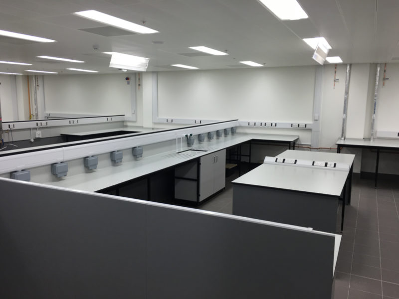 C5008 - Rolls-Royce Controls and Data Services - ESD Worktops Laboratory Furniture - 015_1000x750
