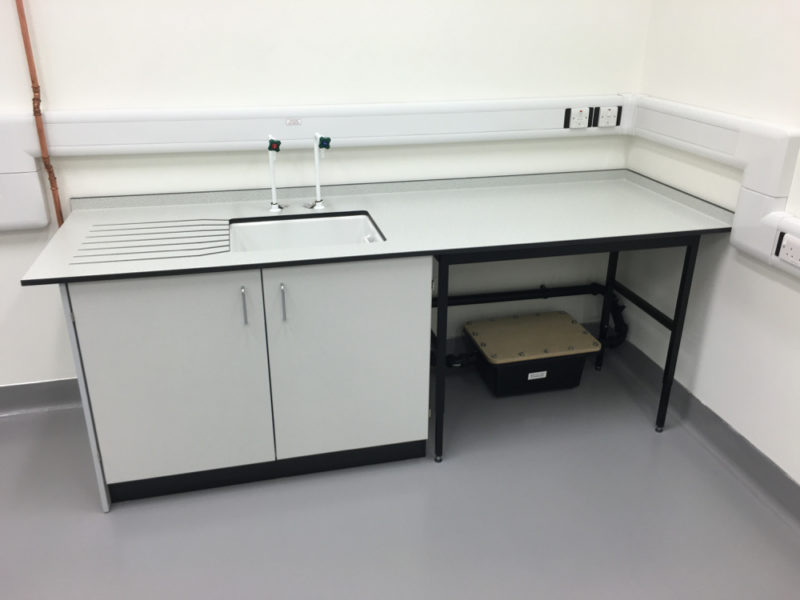 C5008 - Rolls-Royce Controls and Data Services - ESD Worktops Laboratory Furniture - 017_1000x750