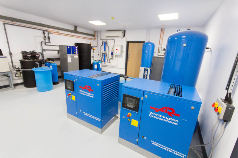 C5147 - Alere Abingdon - Unit 21 - Warehouse Laboratory Convertion Refurbishment - Air Handling Unit Lab Equipment Pipes Door