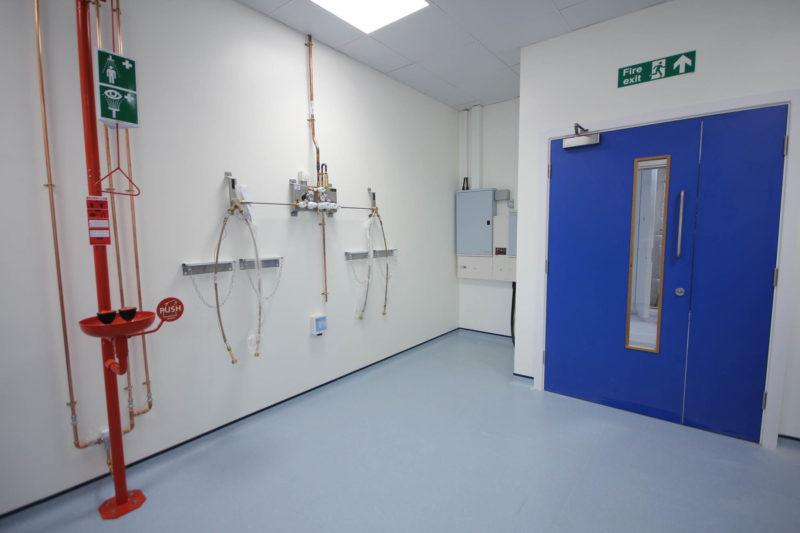 C5253 - Vaccitech - Microbiology Vaccine Lab - Lab Shower Door