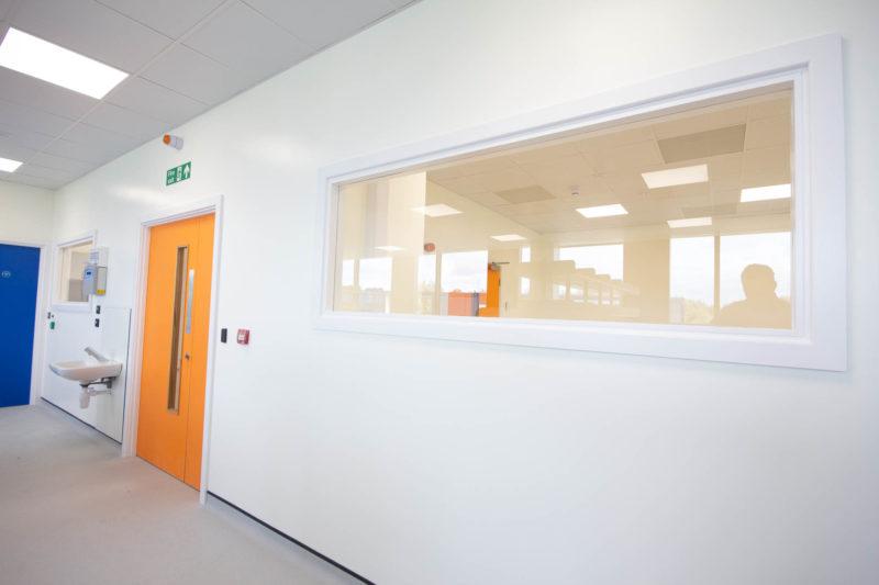 C5253 - Vaccitech - Microbiology Vaccine Lab - Door Landscape Long Window Sink