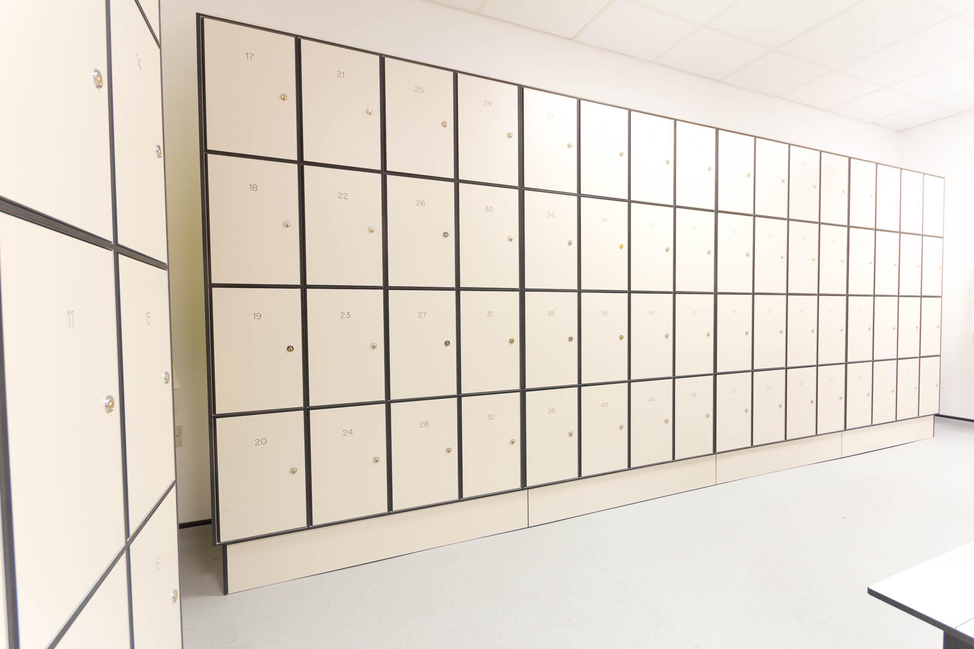 5185 - AMEC Foster Wheeler - Solid Grade Laminate Locker Room - Lockers Locker Room
